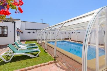 Encantadora villa con piscina cubierta - ideal para grupos