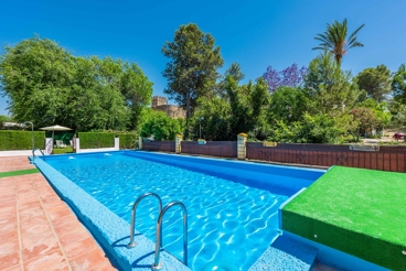 Holiday Home with big swimming pool in El Coronil