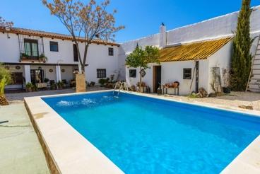 Knus en kleurrijk vakantiehuis met privé zwembad