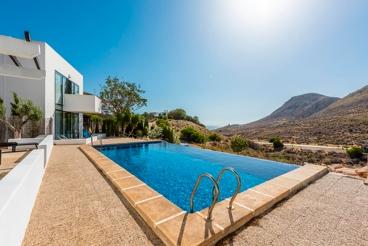 Sehr elegante Villa nah am Strand gelegen