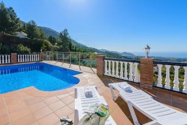 Maravillosa casa en La Axarquía con vistas únicas desde la piscina