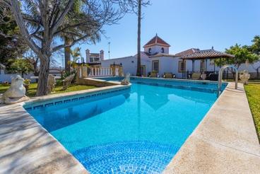 Maravillosa casa de vacaciones con amplio jardín cerca de Nerja