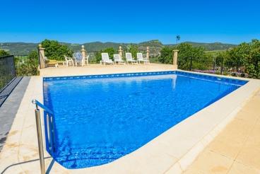 Ruime vakantiewoning voor 12 personen met omheind zwembad in de provincie Malaga