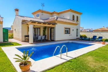 Gorgeous villa, nicely decorated and with a huge garden