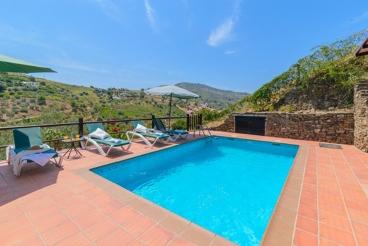 Elegante villa con magníficas vistas a las montañas desde la piscina