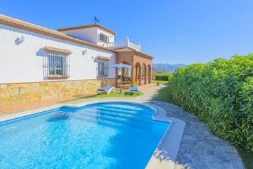Stijlvol Andalusisch vakantiehuis met zwembad in Nerja, vlakbij zee
