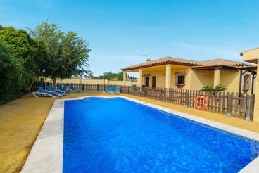 Excelente y espaciosa villa con piscina privada cerca de la playa