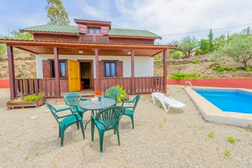 Pretty holiday home with private pool and views in Algarrobo