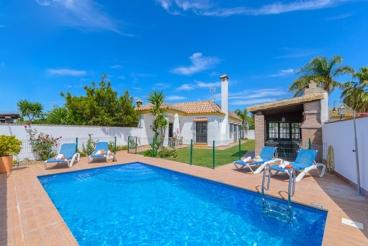 Coqueta casa rural con piscina vallada, cerca de la playa