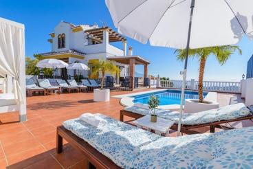 Fantástica villa con vistas al mar, a pocos kilómetros de la playa