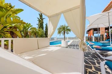 Casa de vacaciones con cama Balinesa y vistas al mar en Torrox