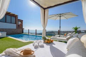 Vakantiehuis met panoramisch uitzicht op de Costa del Sol en verwarmd zwembad