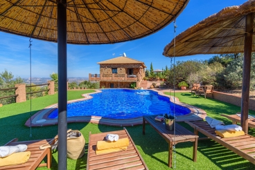 Excellent villa with astonishing lake views