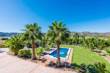 Jolie villa avec piscine et  vue sur le lac