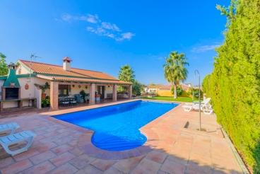 Fenced holiday villa near Setenil de las Bodegas