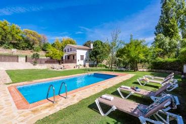 Superbe villa typique andalouse entourée d´arbres