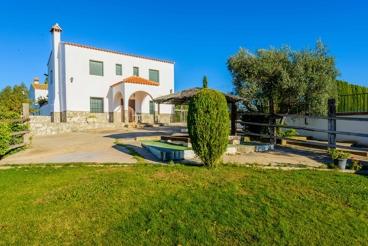 Ferienhaus mit groβem Garten und Freizeitzone