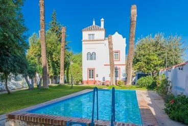 Großes Ferienhaus mit wunderschönem Garten nahe Sevilla