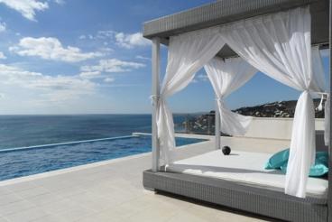 Beachfront modern villa with Jacuzzi and sauna