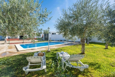 Holiday home with swimming pool close to Sevilla