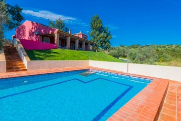 Spacious villa in the middle of nature - ideal for groups
