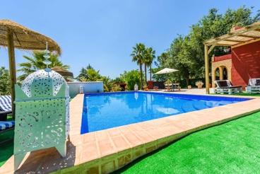 Villa met goed onderhouden buitengedeelte tussen Sevilla en Antequera