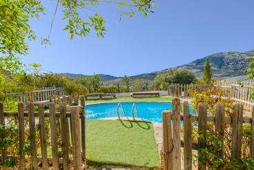 Casa rural para 14 personas con piscina vallada en la provincia de Sevilla