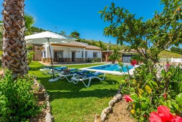 Cosy villa with fantastic garden in Competa