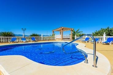 Comfortabel Vakantiehuis met ruim Exterieur en mooie Verzichten