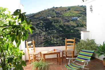 Typical Andalusian villa with spectacular views of the hills of Axarquía