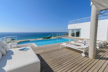 12-people luxury villa to spend dream holidays on the Costa de la Luz