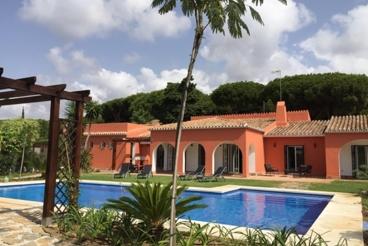 Prachtige luxe villa met zwembad vlak bij het strand in Marbella