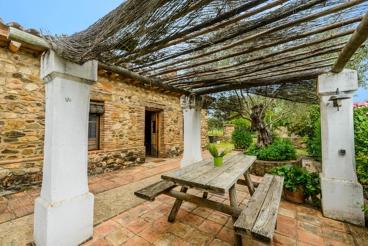 Fabulous 5-people stone house near Portugal