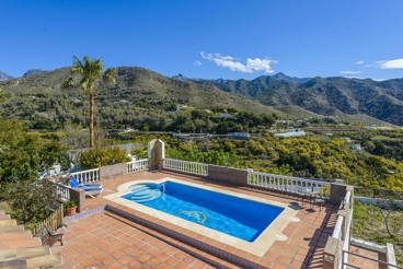 Villa surrounded by mountains in Nerja