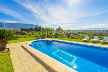Lumineus Vakantiehuis met Fantastische Tuin en Prachtige Uitzichten
