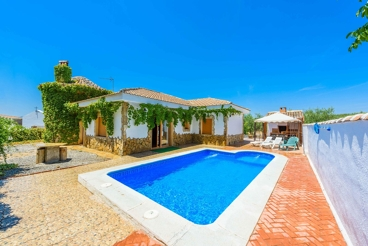 Pretty 6-people holiday home with covered barbeque - pets allowed
