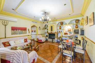 Gorgeous villa with spacious rooms for the whole family