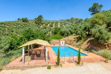 Casa en el campo con piscina vallada y zona de chill-out