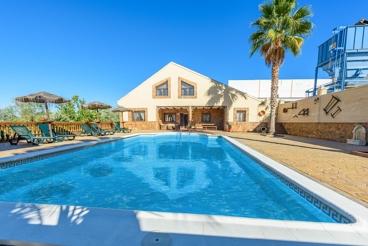 Enorme casa de vacaciones para grupos entre Málaga y Córdoba
