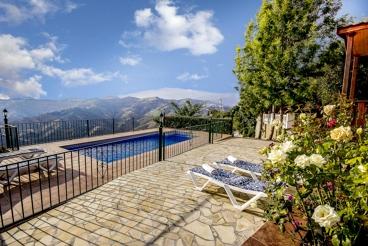Typique villa andalouse avec superbe vue montagne