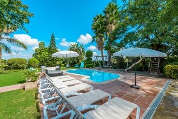 Mooie villa voor 13 personen met prive zwembad en gezellige grote tuin