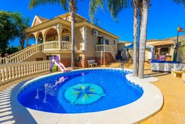 Jolie villa bien équipée avec jacuzzi et piscine