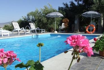 Vakantiehuis met 4 slaapkamers en goed onderhouden tuin in de provincie Jaén