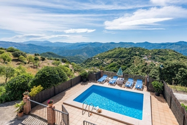 Marvellous villa with mountain views from the pool