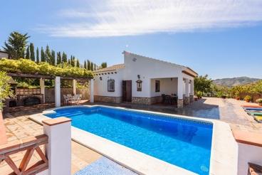 Coqueta casa rural con barbacoa cubierta en la provincia de Málaga