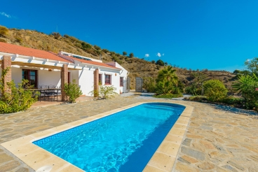 Holiday villa with relaxing outdoor area and panoramic views