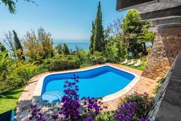 Belle villa avec grandes chambres et vue mer