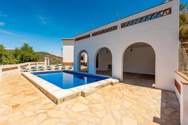 Holiday villa for groups, 30 km north of Malaga