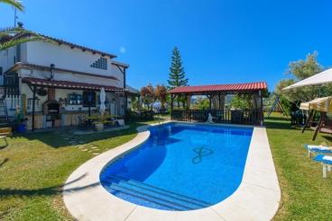 Estupenda casa familar con jardin y parque infantil