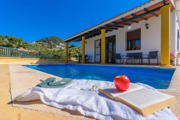 Casa rural con asombrosas vistas a las colinas de la provincia de Málaga